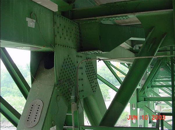 The bridge joint known as Node U10 West was slightly bent as early as 2003, when this photo was taken.