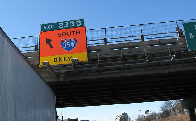 A sign showing drivers how to get to southbound I-35W.