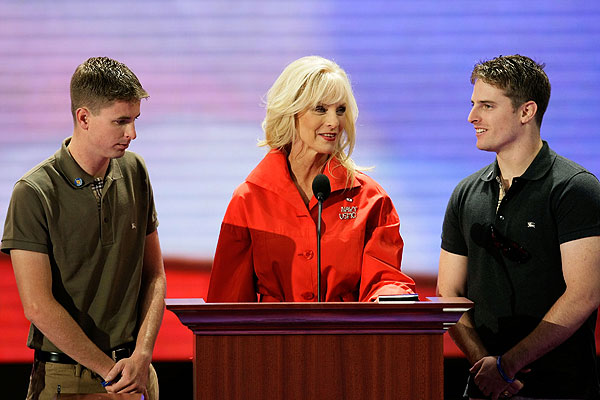 john mccain younger. Cindy Mccain Young: 20080903