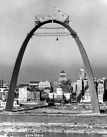 How architect eero saarinen shaped america minnesota for Architect st louis mo