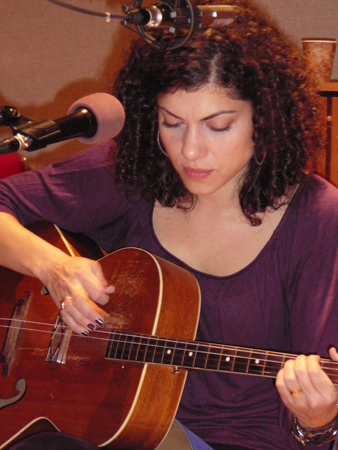 Singer / Songwriter Carrie Rodriguez