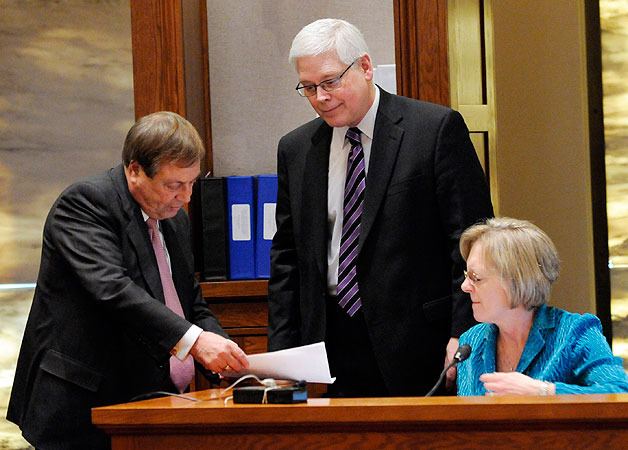 Norm Coleman attorney Joe Friedberg, left, and Al Franken attorney David Lillehaug, center, confer with witness, Pamela Fuller, election administrator for Olmsted County during the Senate vote recount trial Wednesday, Feb. 18, 2009 in St. Paul. Minn.