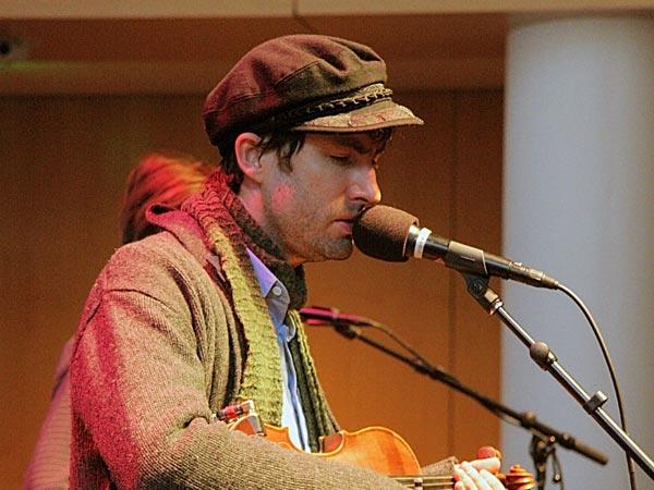 Singer / Songwriter Andrew Bird