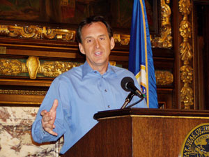 Gov. Tim Pawlenty discusses the state budget during a May 19, 2009 news conference at the Minnesota State Capitol.