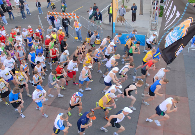 The inaugural Minneapolis Marathon kicked off at 7 a.m. this morning, as runners headed down Second Street in downtown Minneapolis. More than 1,500 participants lined up for the start. It's the second new marathon in the Twin Cities this year.