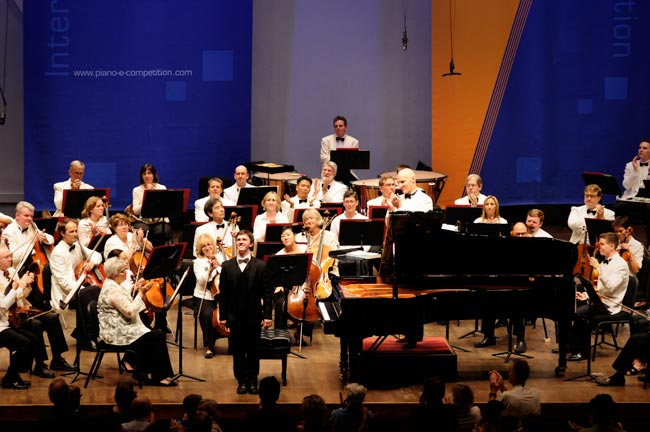 Frank Duepree takes a bow after finishing his winning performance with the Minnesota Orchestra in the 2008 junior e-piano competition.