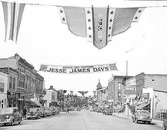 Jesse James Days, Northfield, Minn., 1948.  Photographer: Bill Seaman