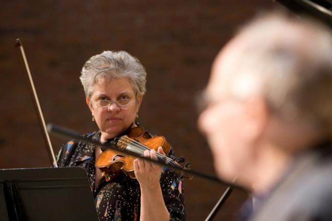 Steinberg and Fleezanis prepare for their June 2009 performance at the White Pine Festival. (Andrew Wallmeyer, courtesy White Pine Festival)