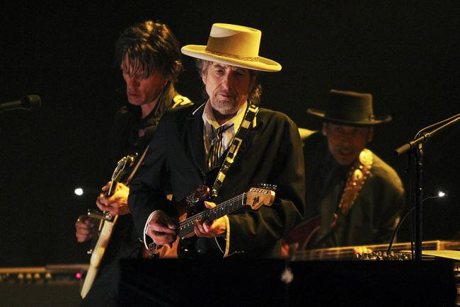 Bob Dylan (C) performs at the Feis Festival in London on June 18, 2011.