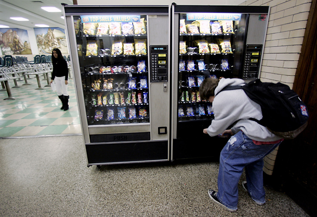 vending machines in public schools essay So long, soda adios, candy bars federal regulations will strip junk food from elementary and high school vending machines in 2014 the smart snacks in schools nutrition standards, announced last week by the us department of agriculture, require any food sold in public schools to meet calorie, fat,.