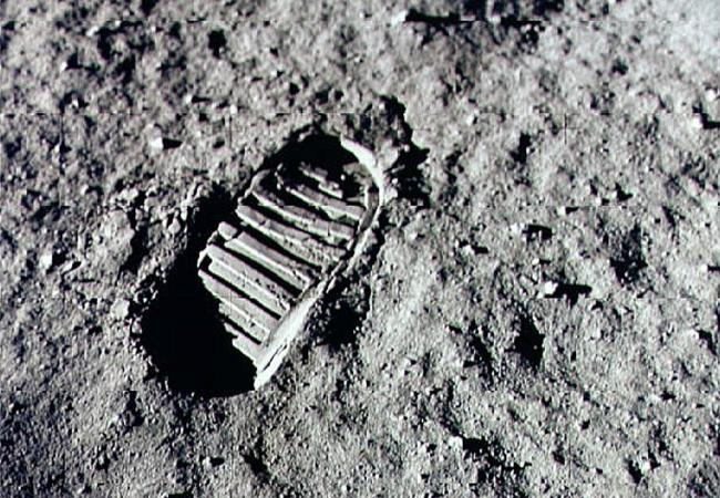 RIP Neil Armstrong 20120825_armstrong-footprint_33