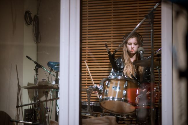 San Cisco drummer Scarlett Stevens.