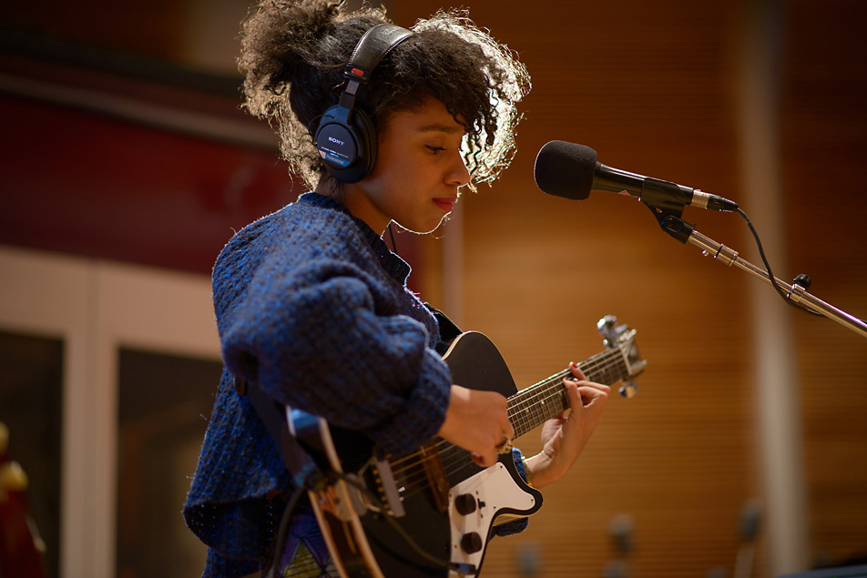 Lianne La Havas performs in The Current studio