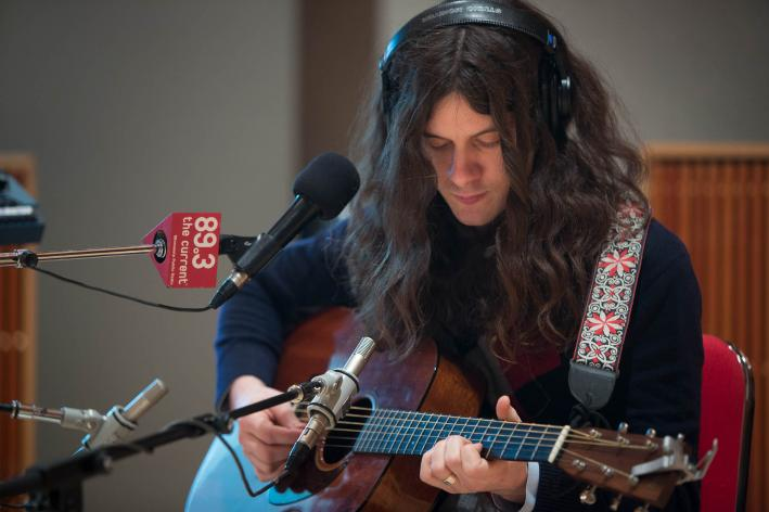 Indie folk-rocker Kurt Vile kicking out acoustic jams in The Current studio.