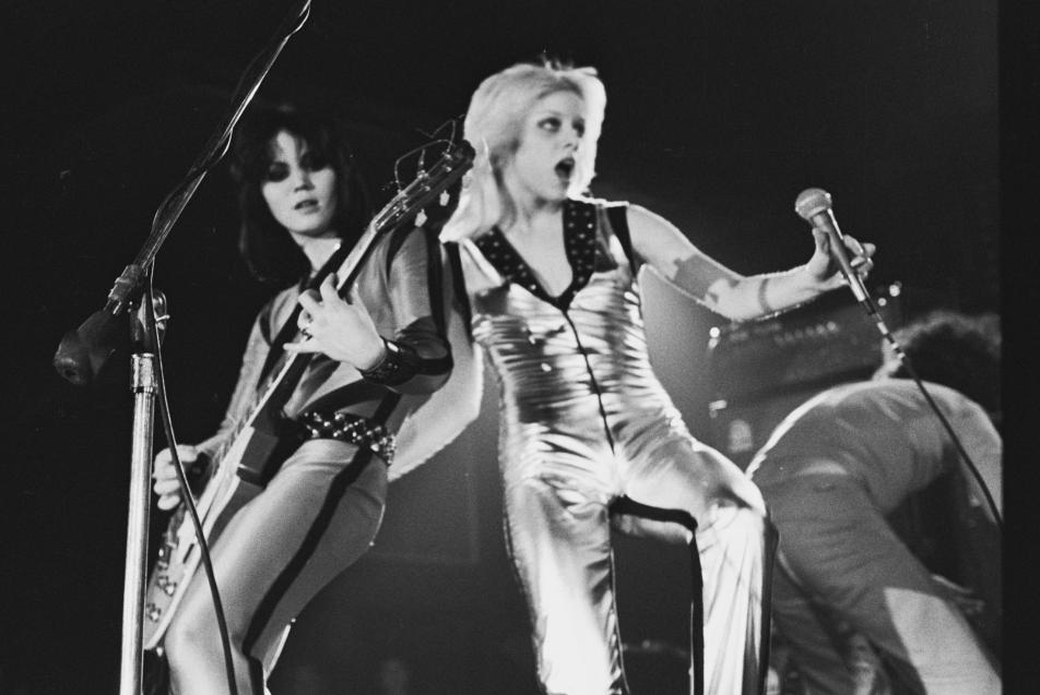 Cherie Currie performing on stage with Joan Jett in 1977.