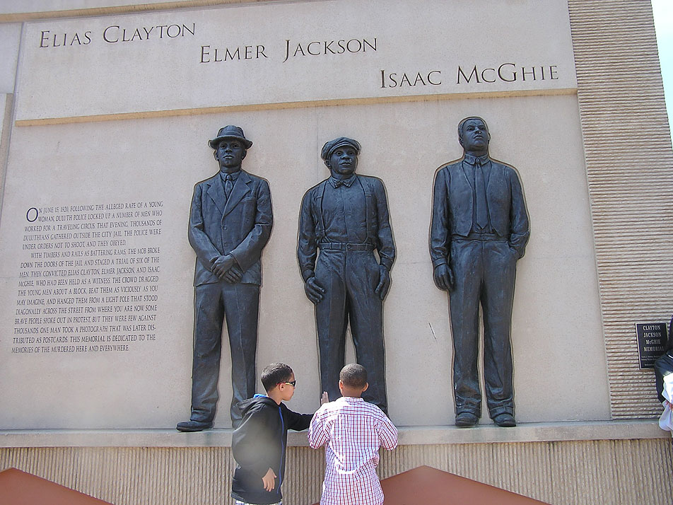 Duluth Marks Anniversary Of Memorial To 3 Lynching Victims