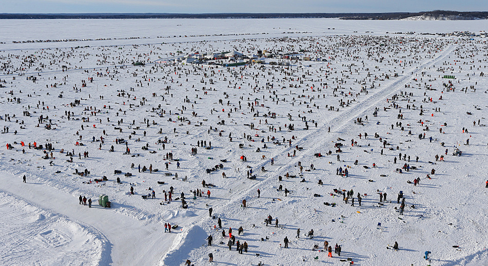 Photos thousands compete in brainerd 39 s annual ice fishing for Ice fishing extravaganza