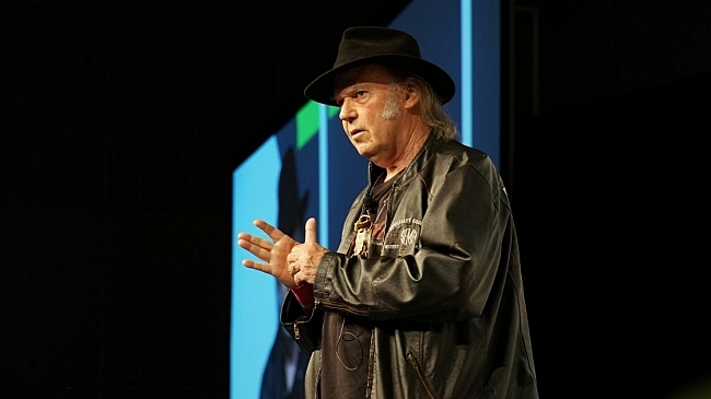 Neil Young explains the need for better quality digital music while making his pitch for 'Pono.'