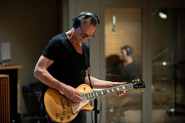 Guitarist Steve Harris of Gary Numan's band
