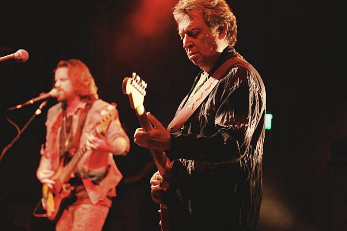 Rob Giles and Andy Summers performing as Circa Zero.