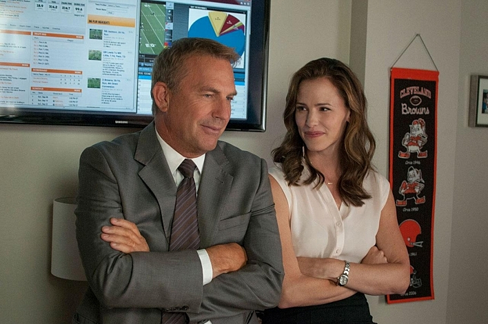 Kevin Costner and Jennifer Garner in 'Draft Day'.
