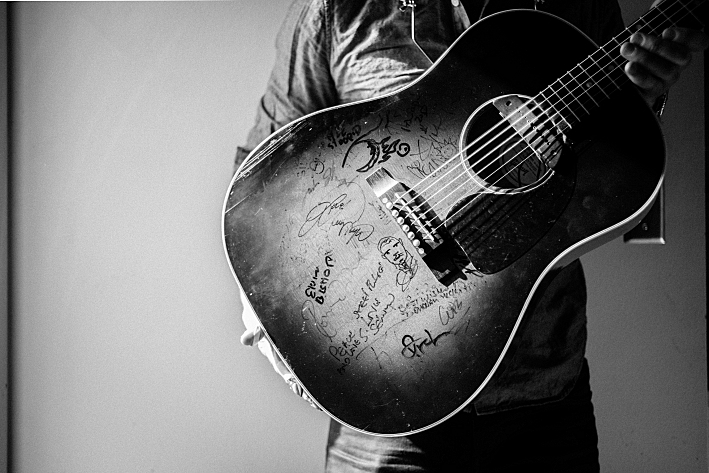 Signatures on the face of G. Love's Gibson J-45 guitar.