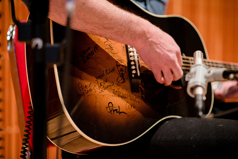 Multiple signatures adorn the body of G. Love's GIbson guitar.