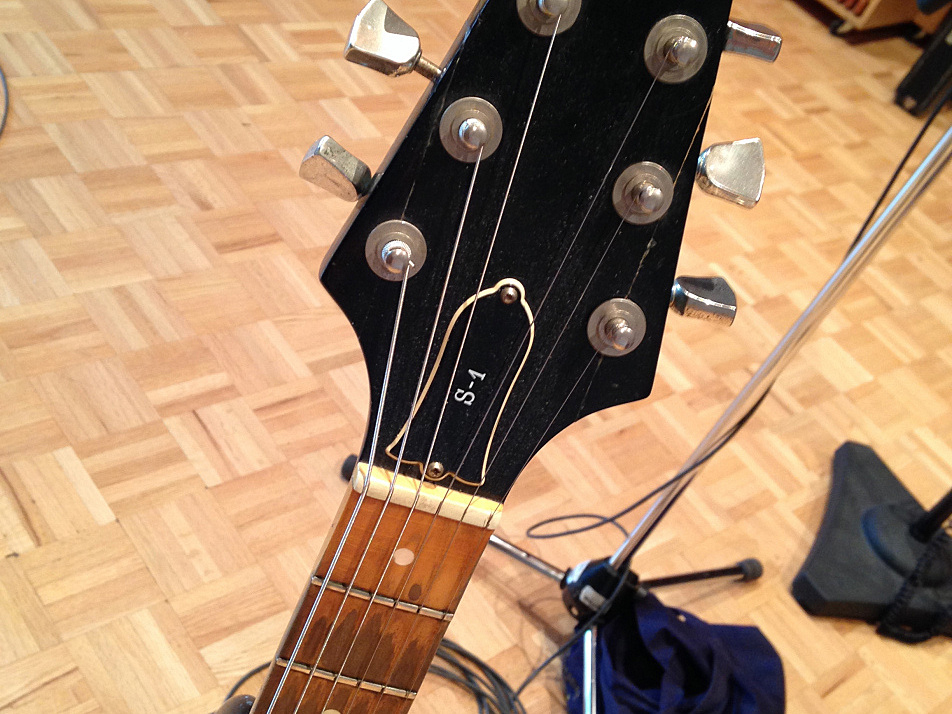 Angel Olsen compares the Gibson S-1's headstock to the similarly designed headstock found on Seagull guitars.