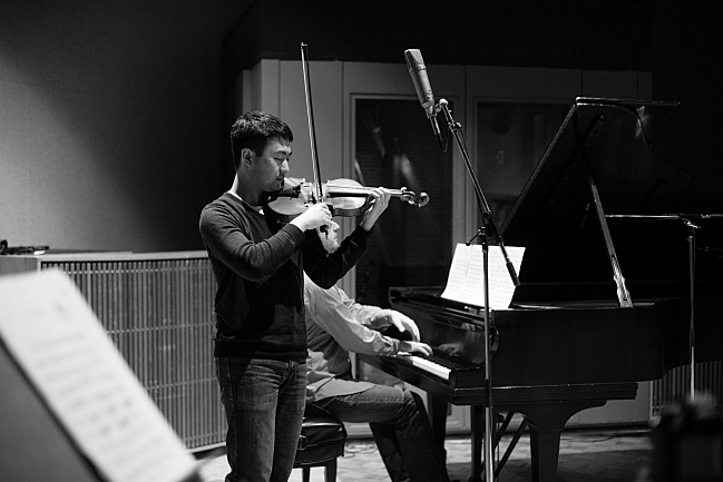 Violinist Boson Mo and pianist Andrew Staupe perform in the Maud Moon Weyerhaeuser Studio in St. Paul, MN