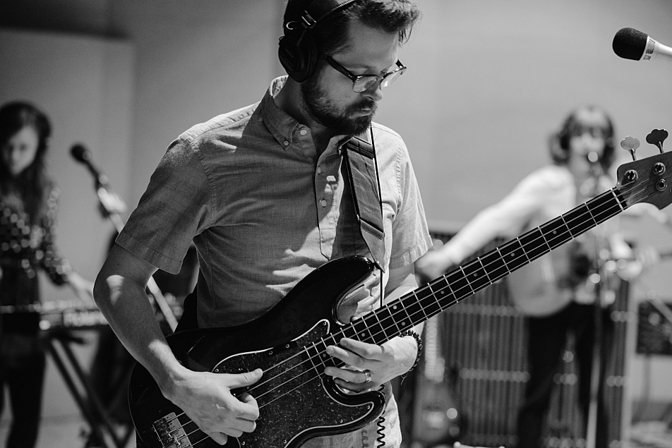 Rob Skoro plays bass with Haley Bonar in The Current's studio.