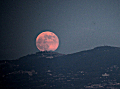 Moon rises over Rome