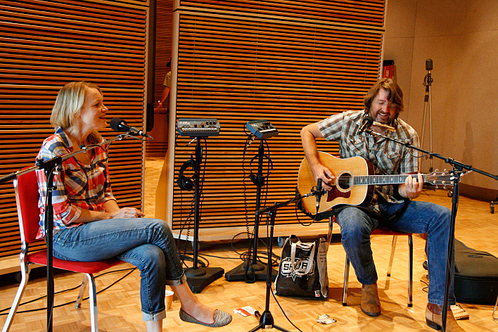 Kelly Willis and Bruce Robison perform in the Radio Heartland studio.