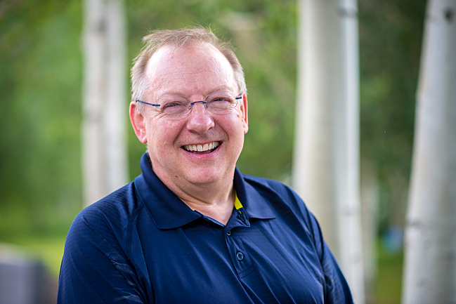 Conductor Nicholas McGegan
