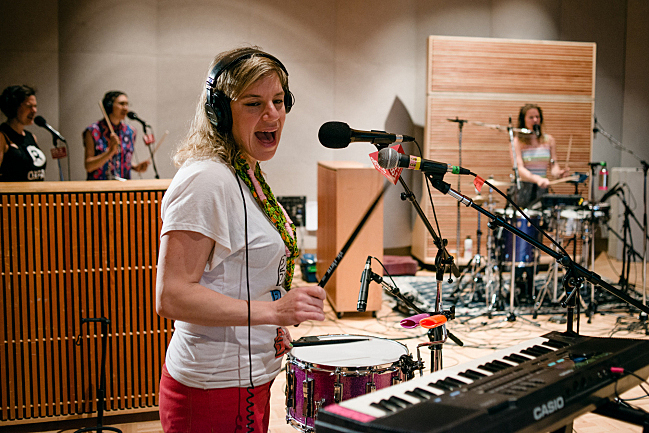tUnE-yArDs live in The Current studio