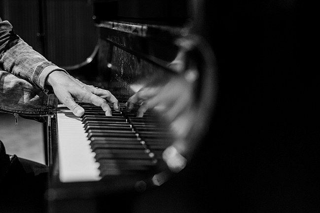 Tori Amos plays on a grand Steinway in The Current studio.