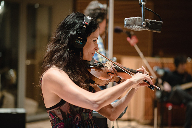 Violinist Jessy Green performing with the Jayhawks live in The Current studio.