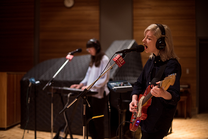 Alvvays' pianist Kerri MacLellan and guitarist/lead vocalist Molly Rankin performing live in The Current studio