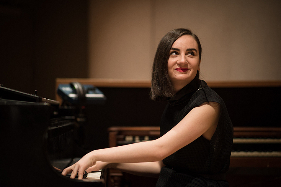 Meg Mac in The Current studio