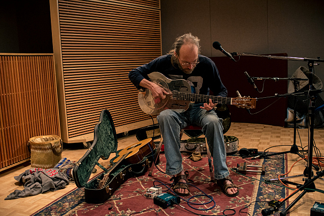Charlie Parr in The Current studio