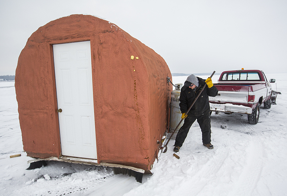 Ice fish houses in southern two thirds of mn must go for Lake mille lacs ice fishing