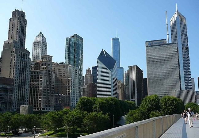 View of Downton Chicago skyline from over Monroe Street.