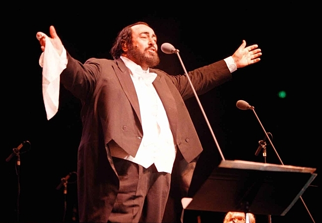 Italian tenor Luciano Pavarotti singing at a packed concert at the Great Western Forum in Los Angeles on Feb. 11, 2000.