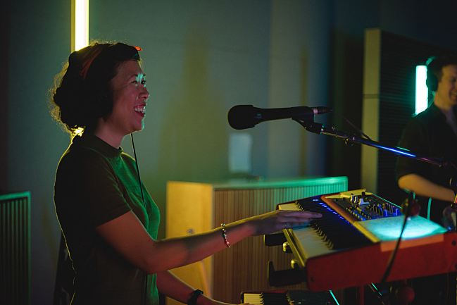 Emily Lee performing with Shearwater live in The Current studio