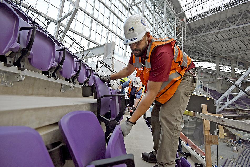 Final seats installed at Minnesota Vikings' new stadium
